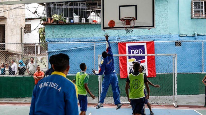 Jóvenes de las comunidades cuentan con cancha deportiva rehabilitada por el Mpprijp