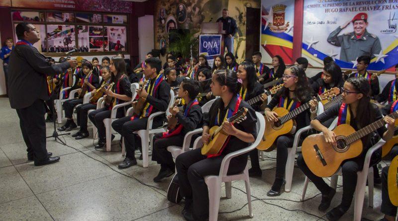 ONA entrega 180 instrumentos musicales a la Fundación Amanauk en Lara (4)