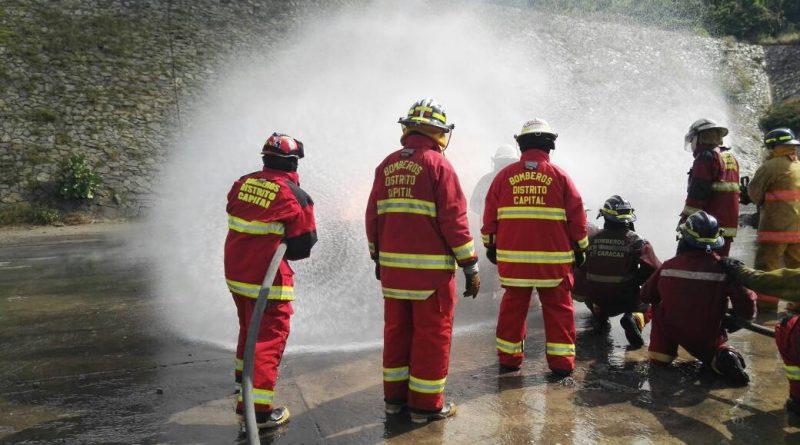Prácticas especializadas para aspirantes a bomberos de la Unes (7)