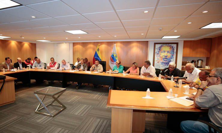 MINISTRO NÉSTOR REVEROL-REUNION CON TRANSPORTISTAS (1)