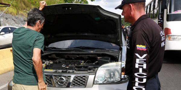 Se chequearon los seriales y documentos de vehículos particulares y motos (3)