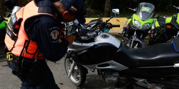 Se chequearon los seriales y documentos de vehículos particulares y motos (5)