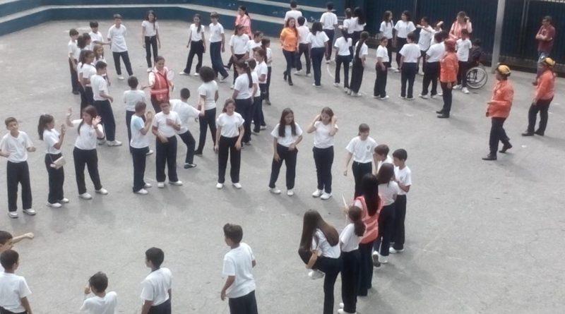 Estudiantes de Las Mercedes participaron en simulacro de evacuación sísmica (1)