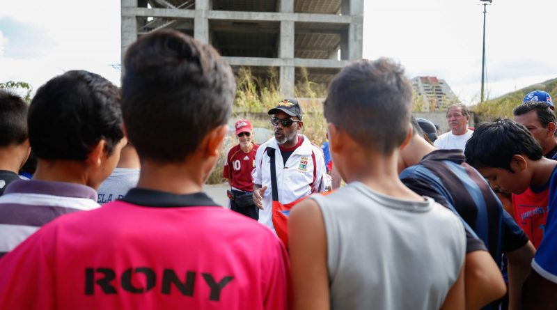 Glorias del deporte venezolano incentivan a niños y jóvenes a la práctica deportiva (4)