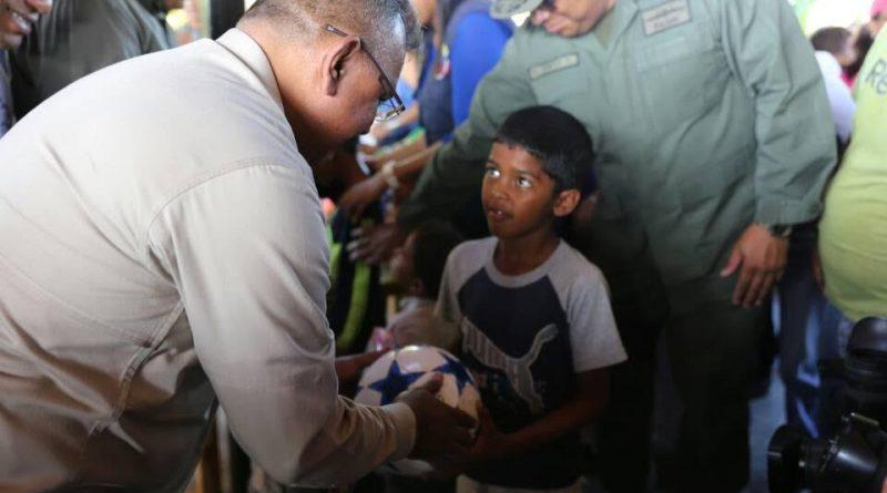 Ministro Néstor Reverol entregó juguetes a niños y niñas del estado Falcón (1)