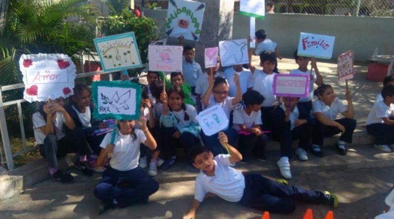 """""""Un Arma ni de Juego"""" llega a 485 niños y niñas en el estado Sucre (1)"""