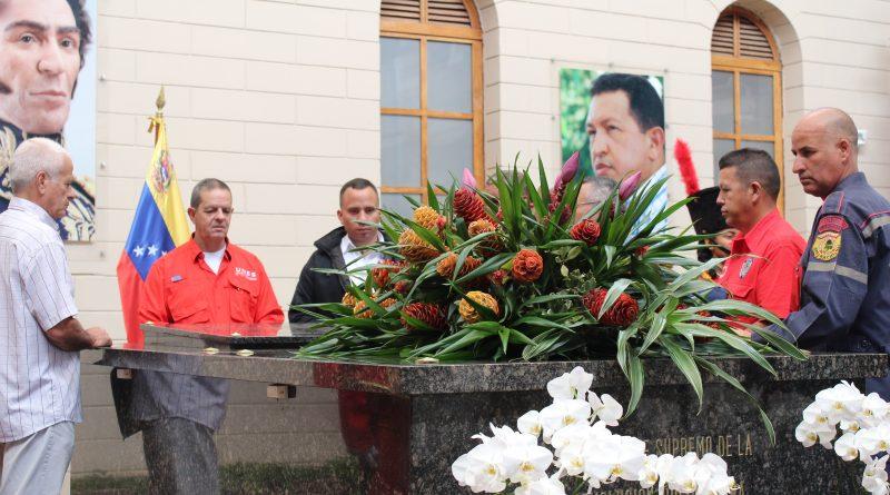 Unes rindió honores al Comandante Hugo Chávez en Cuartel 4F (2)