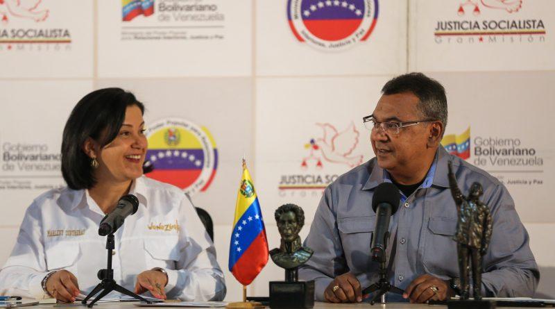 Mayor General, Néstor Reverol, ministro del Poder Popular para Relaciones Interiores, Justicia y Paz, junto a Marleny Contreras, ministra del Poder Popular para el Turismo
