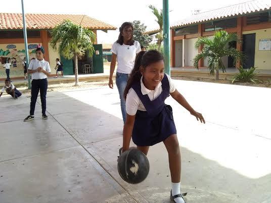 """Programa """"Un Arma ni de Juego"""" abordó a estudiantes de la E.B """"4 de Febrero"""" (1)"""