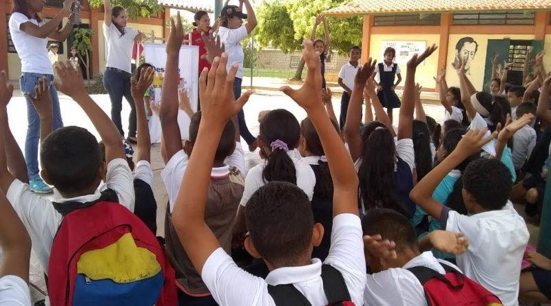 """Programa """"Un Arma ni de Juego"""" abordó a estudiantes de la E.B """"4 de Febrero"""" (2)"""