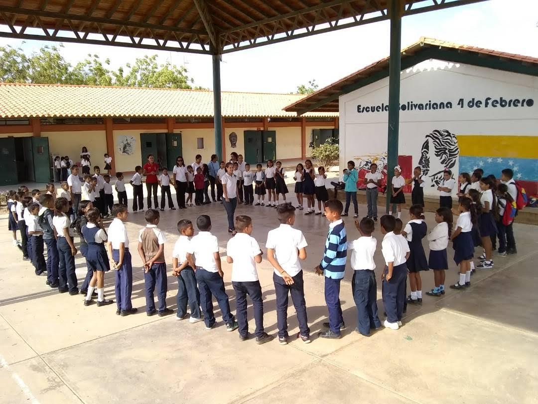 """Programa """"Un Arma ni de Juego"""" abordó a estudiantes de la E.B """"4 de Febrero"""" (3)"""