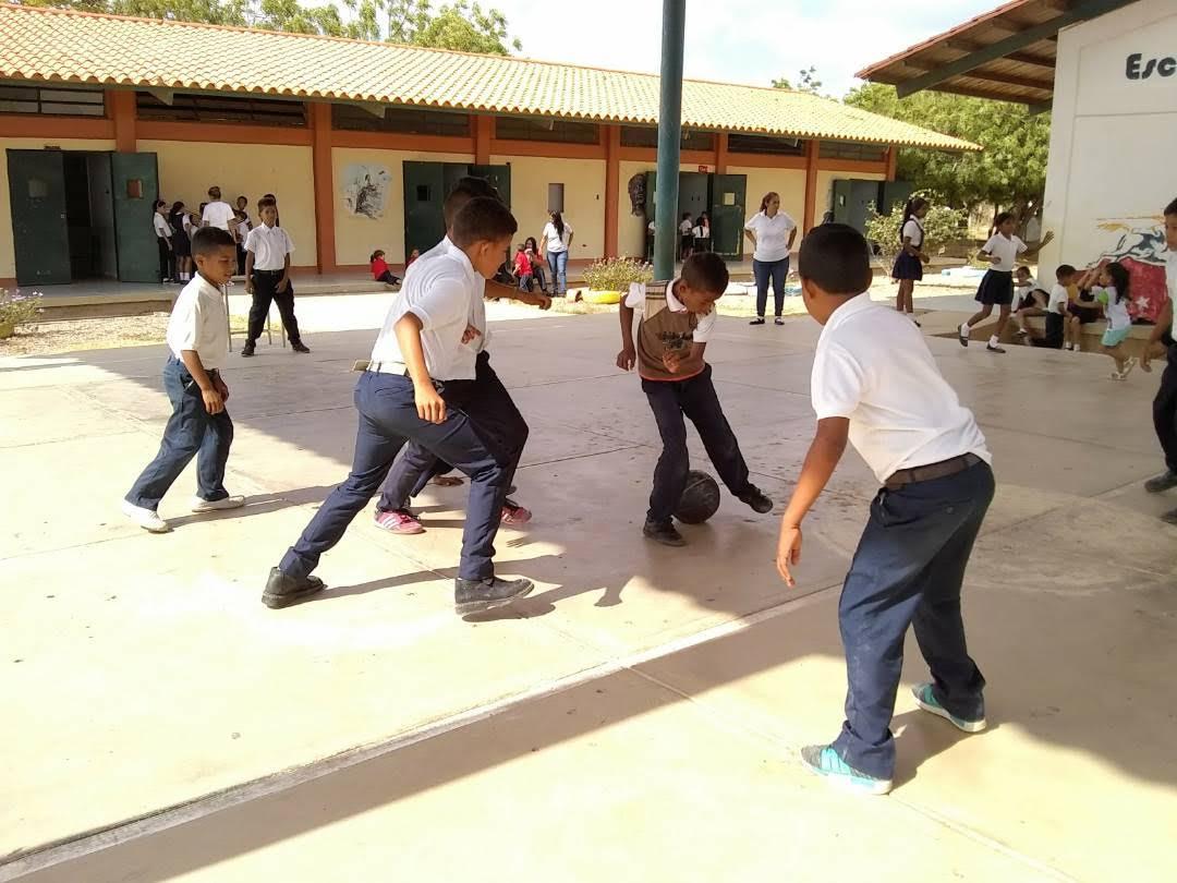 """Programa """"Un Arma ni de Juego"""" abordó a estudiantes de la E.B """"4 de Febrero"""" (5)"""