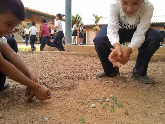 """Programa """"Un Arma ni de Juego"""" abordó a estudiantes de la E.B """"4 de Febrero"""" (6)"""