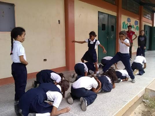 """Programa """"Un Arma ni de Juego"""" abordó a estudiantes de la E.B """"4 de Febrero"""" (8)"""