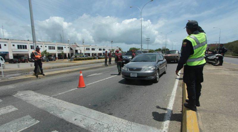 Supervisado retorno de los temporadistas en Higuerote (1)