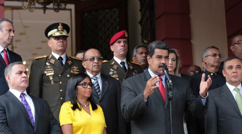 Maduro-Reunion-con-los-Poderes