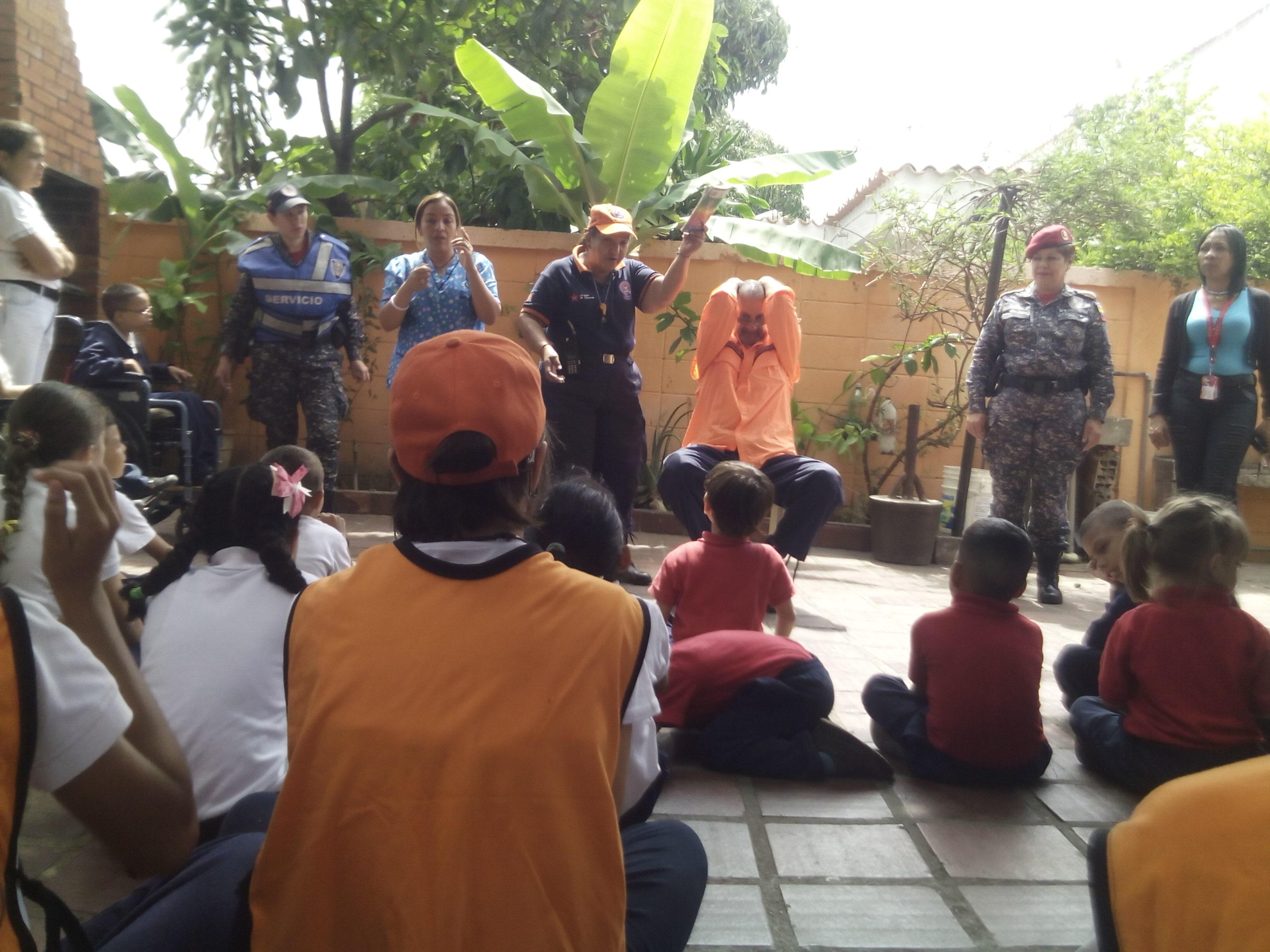 Policía Comunal dictó taller de sismo y primeros auxilios a niños con discapacidad auditiva (1)