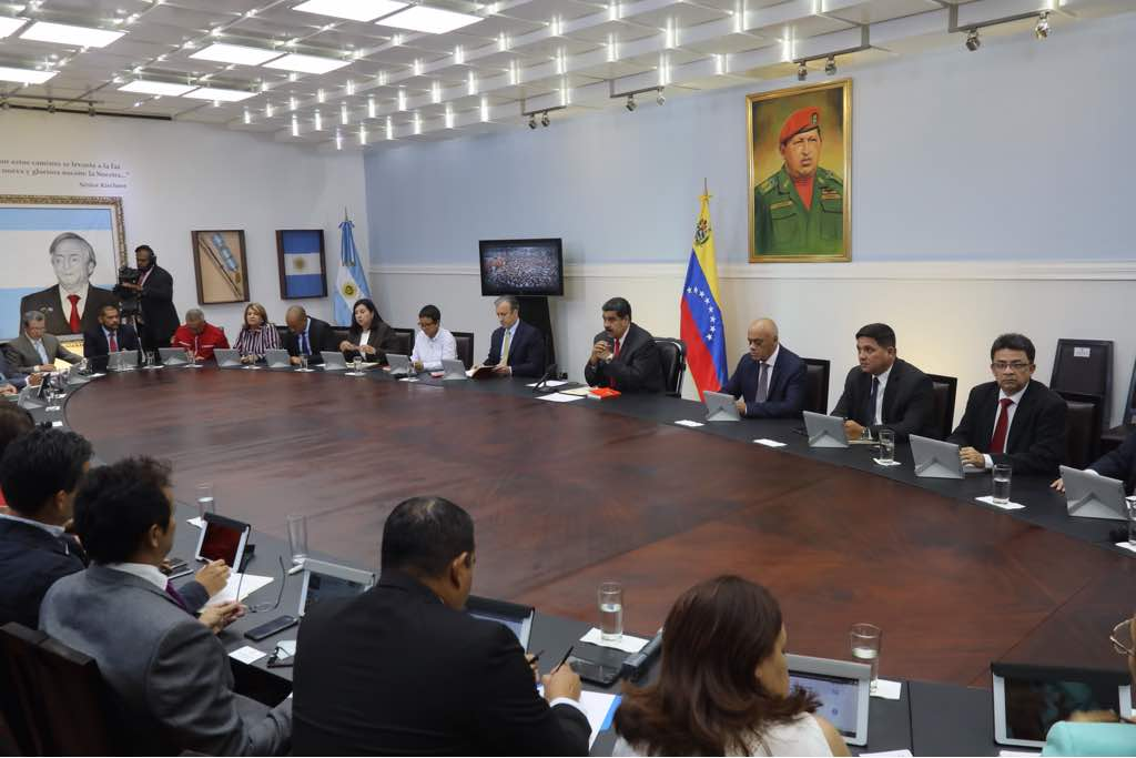 Presidente Maduro sostiene reunión de trabajo con gobernadores en Miraflores