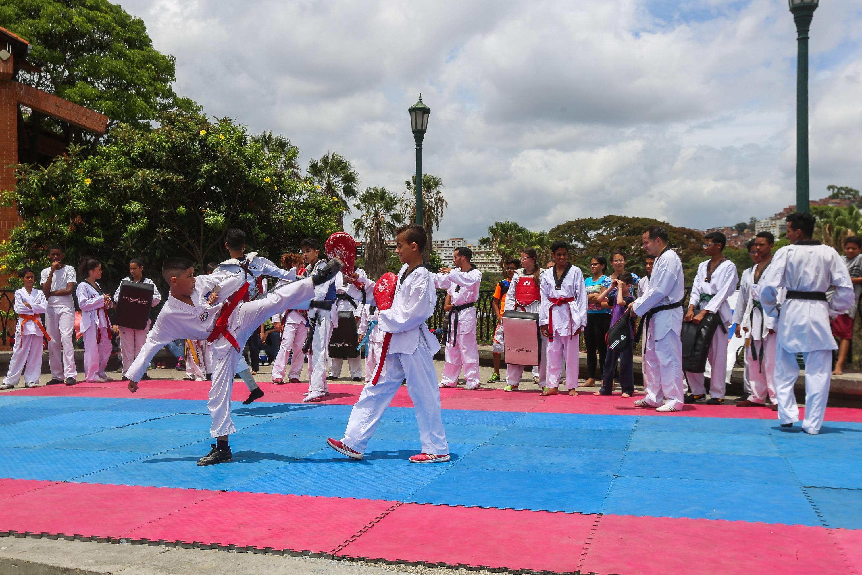 Escuelas deportivas de Prevención del Delito se instalaron en el parque del Oeste (17)