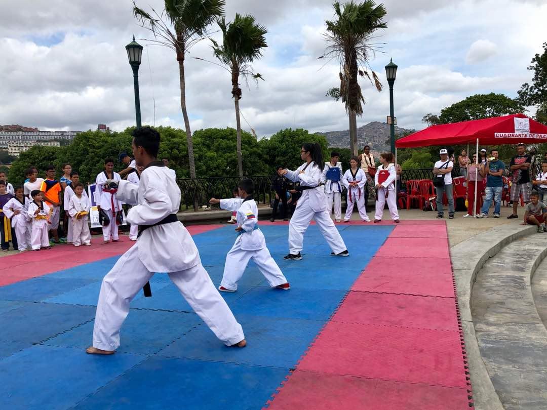 Escuelas deportivas de Prevención del Delito se instalaron en el parque del Oeste (3)