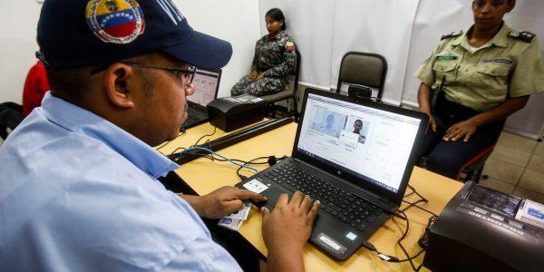 Más de 26 milfuncionarios han sido acreditados con el carnet único de identificación policial (6)