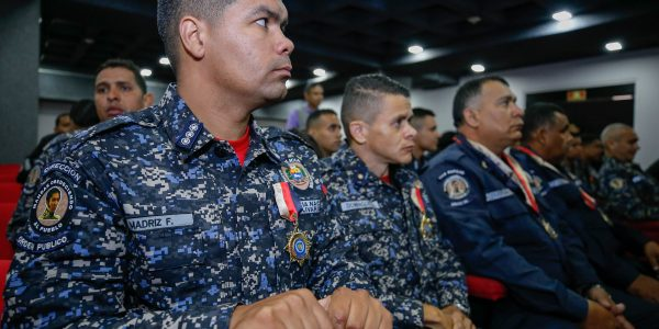 El ministro Néstor Reverol impuso las condecoraciones a estos hombres y mujeres de nuestra Patria (4)