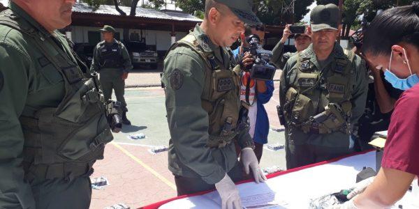 GNB detuvo a conductora tras incautarle 61 kilos de cocaína en su vehículo (11)