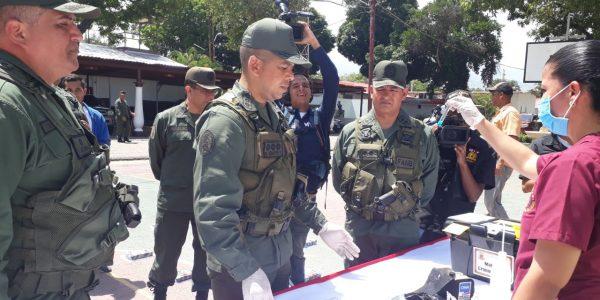 GNB detuvo a conductora tras incautarle 61 kilos de cocaína en su vehículo (3)