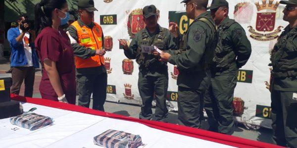 GNB detuvo a conductora tras incautarle 61 kilos de cocaína en su vehículo (7)