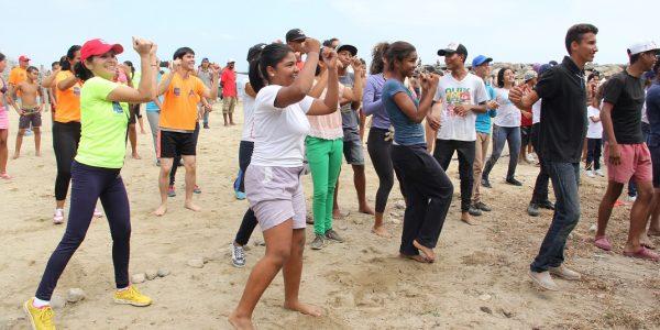 PlayONA puso en movimiento a miles de bañistas en Macuto (4)
