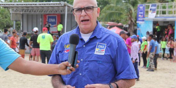 PlayONA puso en movimiento a miles de bañistas en Macuto (5)