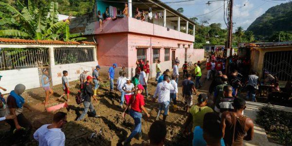 Sistema Integrado de Protección Civil y Bomberos atiende a familias afectadas en Carabobo (11)