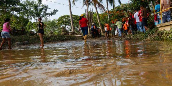 Sistema Integrado de Protección Civil y Bomberos atiende a familias afectadas en Carabobo (15)