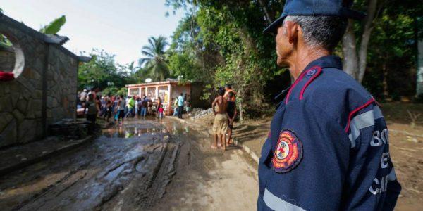 Sistema Integrado de Protección Civil y Bomberos atiende a familias afectadas en Carabobo (4)