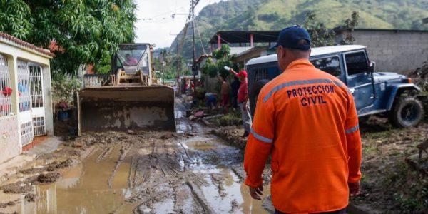 Sistema Integrado de Protección Civil y Bomberos atiende a familias afectadas en Carabobo (5)