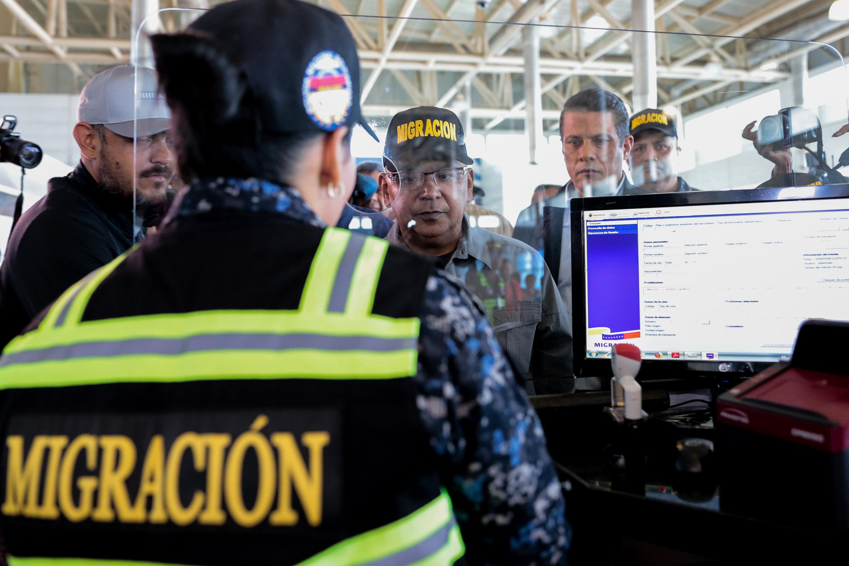 Activado Servicio de Policía de Migración de la PNB en el Aeropuerto Simón Bolívar (10)