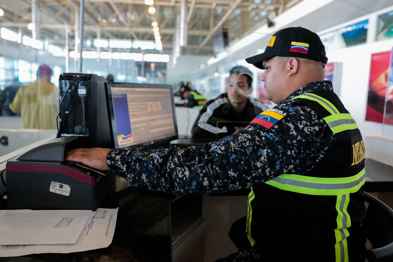 Activado Servicio de Policía de Migración de la PNB en el Aeropuerto Simón Bolívar (4)