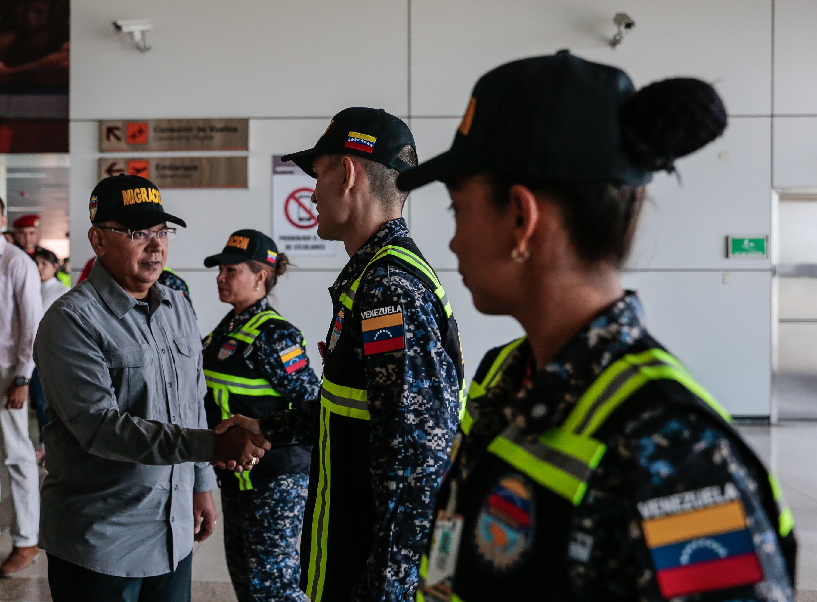 Activado Servicio de Policía de Migración de la PNB en el Aeropuerto Simón Bolívar (6)
