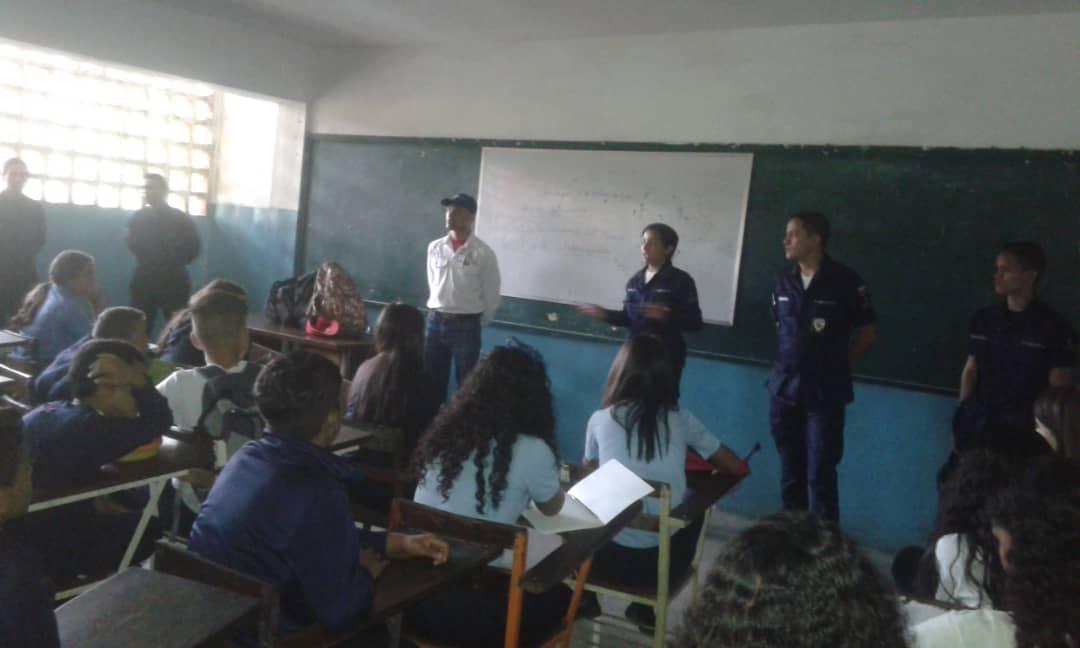 Corposervica promueve el ahorro energético en colegio del estado Miranda (2)