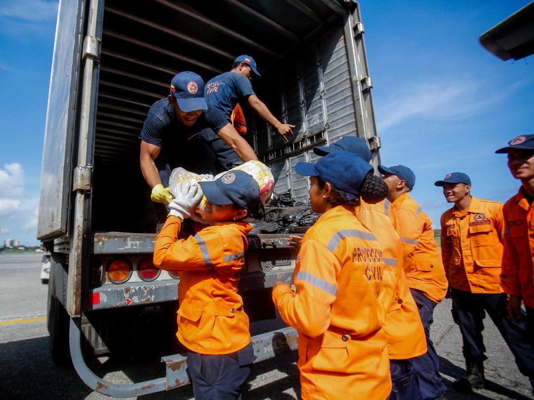 Enviadas 10 toneladas de insumos a familias afectadas por lluvias en Falcón (2) – copia