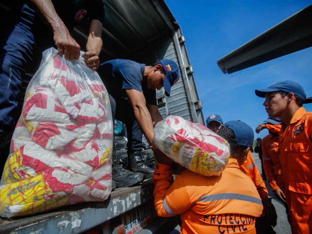 Enviadas 10 toneladas de insumos a familias afectadas por lluvias en Falcón (3) – copia