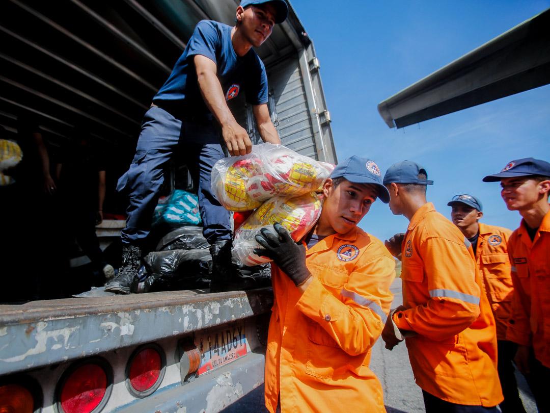 Enviadas 10 toneladas de insumos a familias afectadas por lluvias en Falcón (4) – copia