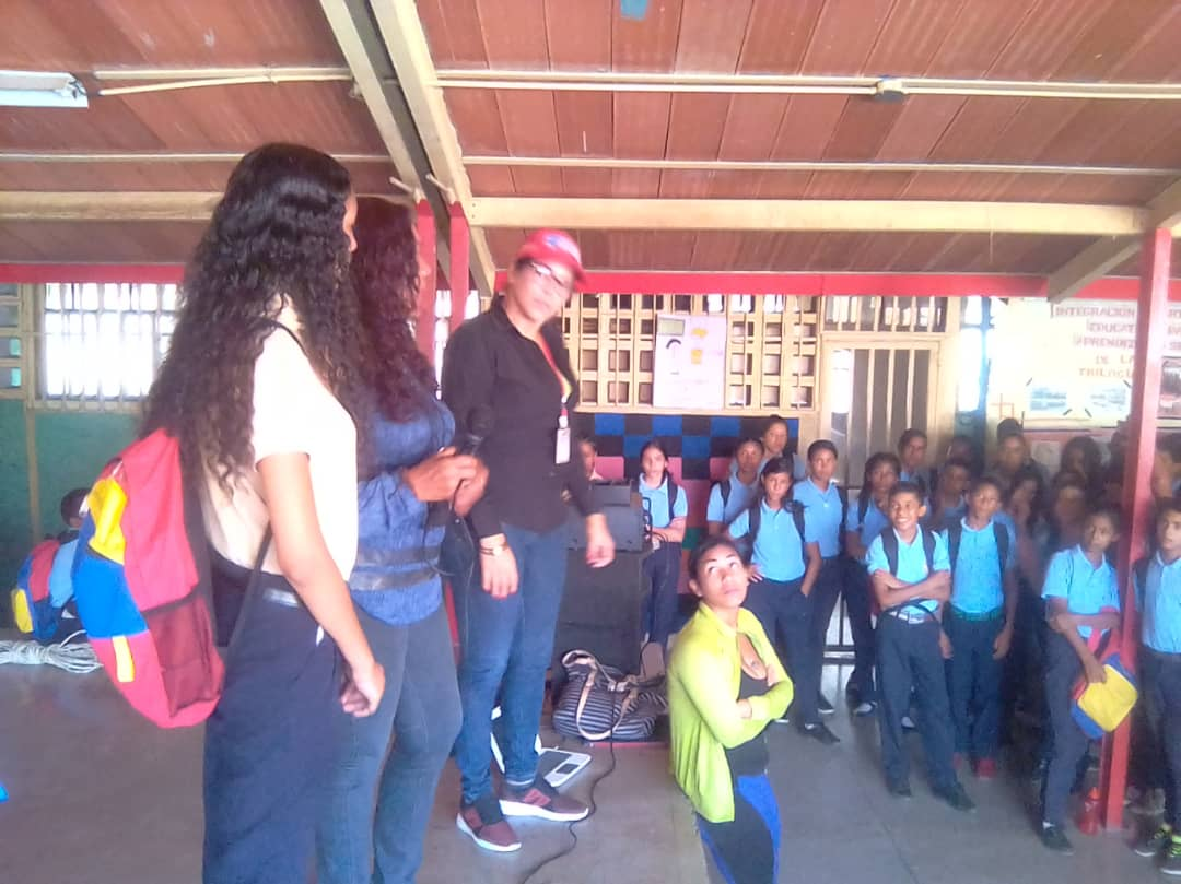 Estudiantes de Guanta promueven el Desarme Voluntario a través de cartelera informativa (1)