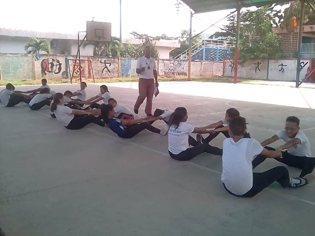 Estudiantes de Guanta promueven el Desarme Voluntario a través de cartelera informativa (11)