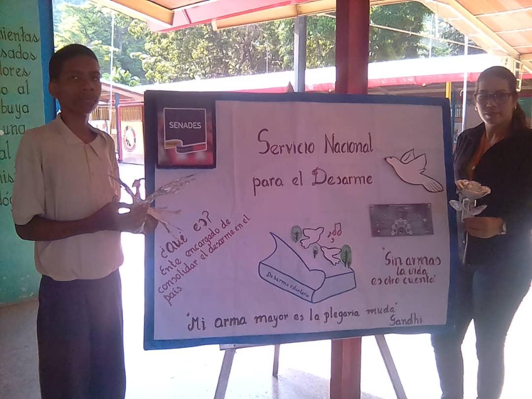 Estudiantes de Guanta promueven el Desarme Voluntario a través de cartelera informativa (14)