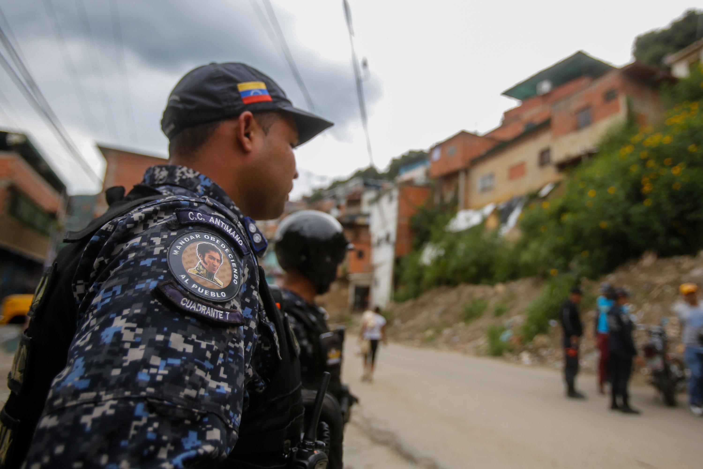 Funcionarios de la PNB desplegados en diversas parroquias de Caracas (11)