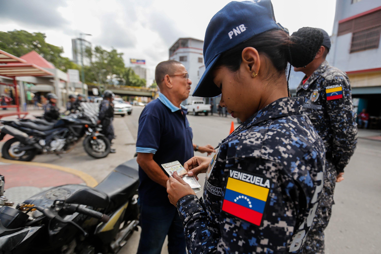 Funcionarios de la PNB desplegados en diversas parroquias de Caracas (5)