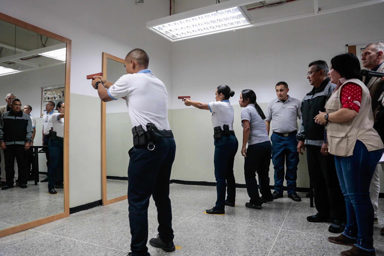Inaugurado simulador de tiro en la Universidad Nacional Experimental de la Seguridad (7)