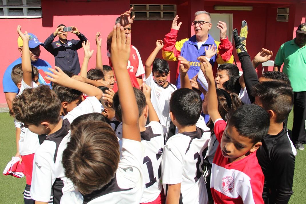 ONA abordó más de 200 niños con un cuadrangular de fútbol en el 23 de Enero (3)