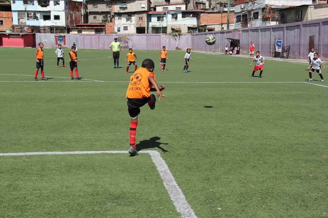 ONA abordó más de 200 niños con un cuadrangular de fútbol en el 23 de Enero (6)